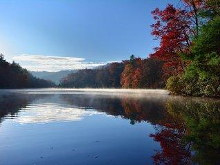 Serenity on Cedar -Lakefront Log Cabin-8 Boats, Internet, Foosball, 5 TV's
