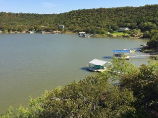 Cozy cabin on beautiful Lake Palo Pinto in the hills of Palo Pinto Cty in  N TX