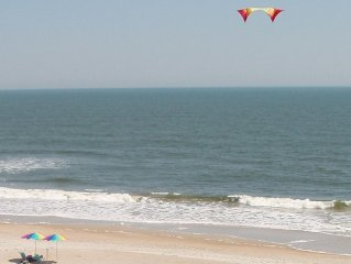 Oceanfront Condo with Beautiful View. Top floor, Elevator, Easy Beach Access