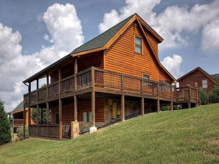 **Newly Renovated Cabin Minutes From Everything!**