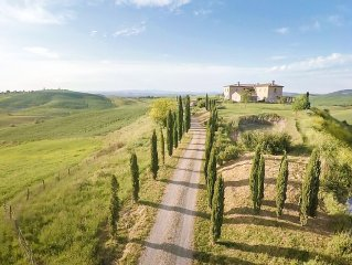 White Truffles, Biking, & Quaint Hill Towns Near Tuscan Hilltop Villa