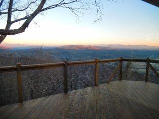 Villa Nirvana - Posh, Serene - Stunning Mountain Views - Doggies Welcome!