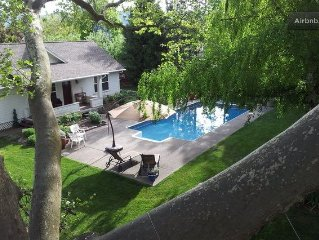 Private Luxury Cottage Near Downtown. Year round hot tub, seasonal pool.