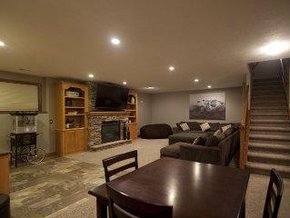 Stunning , 5,000 sq ft   Seven Bedroom,  near Harmodon Park!