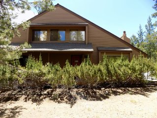 Easy Access to Everything Sunriver!  SHARC passes and Hot Tub included