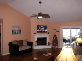 Waterfront ~ 25 Mins to P'Cola Beach ~ Fish from  Dock, Call Owner for discount!