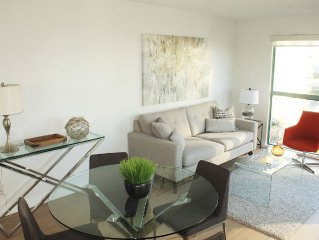 Yaletown/Beach Ave Luxury 1BD + 1 Den condo, 1BA, fully furnished & water view