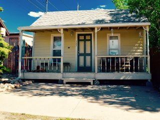 Charming 1800's Cottage. Walk to downtown, trailheads.  Family/pet friendly!
