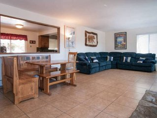 Cozy 7 Bed Tahoe Cabin, Pool Table, game room, minutes from Heavenly and Casinos
