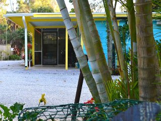 The Seashell Cottage: A charming cozy Key West style cottage Near Nokomis Beach
