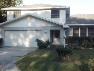 Private 4 Bedroom in Lakeland with your own Pool!