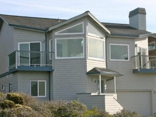 Sweeping ocean views for 12! Perfect for families, steps to the sand, ping pong