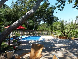 Quiet & Relaxing Cottage Nestled Next To an Orchard and Minutes to Town Square