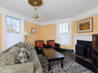 Located In Trendy downtown Belmont, Easy Walk To Downtown Mall,UVA. Pet friendly
