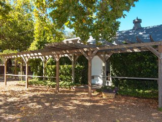 Healdsburg Quintessential Wine Country Cottage