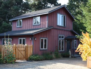 Red Barn Retreat - Romantic and Peaceful Cottage near Popular Hiking Trail