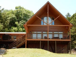 Secluded Lakefront Cabin , Steps to the water, Swimming Dock