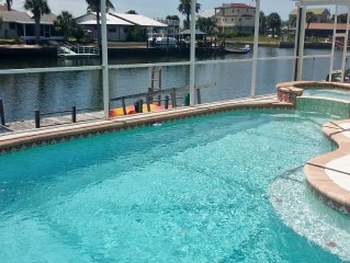 ADVENTURE COAST ESCAPE 3 bed/2bath with pool and jacuzzi. Private Dock into Gulf