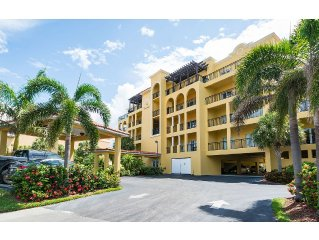 Perfectly Located Spacious 2 Bedroom with Beautiful Water views, Pool & Hot Tub