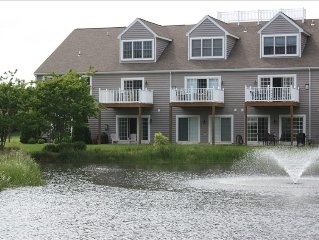 LUXARY TH, 2 Master Suites, Sleeps 10, Pool, East of Rt 1, Walk or Bike to Beach