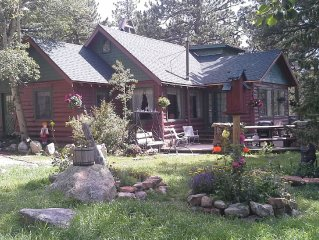 Beautiful Log Cabin setting on the edge of the Rocky Mountian National Park.