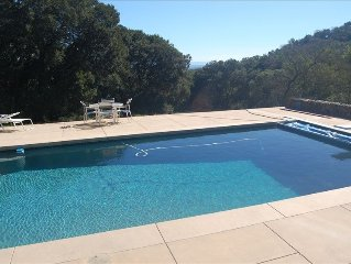 Cottage in the Oaks with Pool