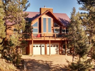 Amazing Pikes Peak View! 6 Acres! Hot Tub! Ping Pong Table! WiFi
