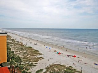 Oceanfront Spacious Condo:beach, Pool, Walk To Reasturants & Much More