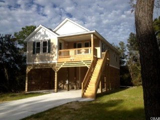 2 minutes to beach! ***New Home*** SUNDAY RENTAL