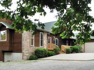 Canucanoe Riverview Hillcrest Lodge Vacation Home