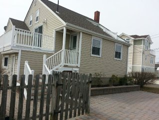 Charming 3 Bedroom Beach house w/ all the comforts of home + close to family fun