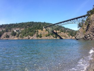 Cornet Bay home at Deception Pass State Park, 100 feet from the ocean, huge yard
