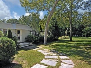 Family-friendly house, large heated pool open til mid-Oct, landscape gardens