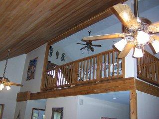 Comfortable 2300sf 4 Bedroom, 3 Baths , 16 X 20 Loft Chalet