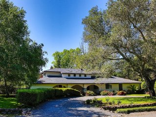 Glen Ellen Getaway with a pool, hot tub, 2 fireplaces and a private 1.4 acre lot