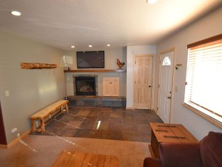 Remodeled Tahoe Mountain Condo/Pools/Hot Tub/Tennis/0.5 Miles To The Lake/Beach
