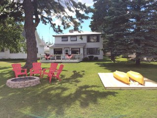 Beautiful Lake front Cottage- sleeps 12 minutes from Petoskey,Harbor Springs