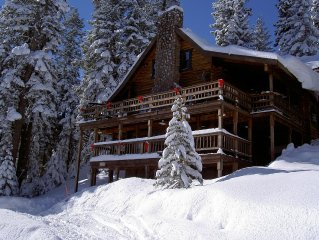 A stately furnished log cabin perfect for snow skiing!