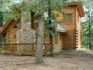 2BR/2BA, Log Cabin, Private Hot Tub, Pool & Play area, Disk Golf