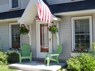 Cozy Home Inviting You To Relax And Renew... 3 Blocks From Sandy Beaches!