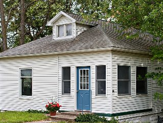 Charming Cottage In Sleeping Bear Sand Dunes Near Lake MI Beach