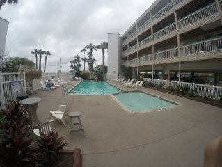 Beachy Keen 1 bed on beach of Corpus Christi Bay By downtown
