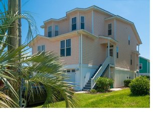'Kure Me Away' 4 BR/4BA Steps To Uncrowded Beach!! Family Friendly!