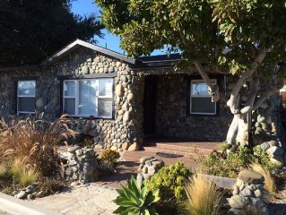 3bd/2ba Cottage w Hot Tub/Bikes/Amenities. Walk to Beach, Harbor, Restaurants