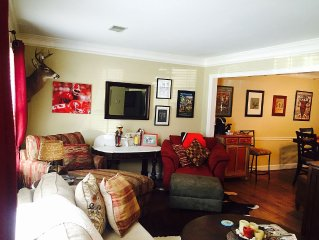 Heart of Athens! Comfortable Condo, 10 Minute Walk to Stadium, Downtown.