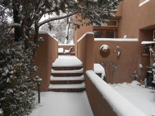 Quintessential Santa Fe Casita, Peaceful, Great Hospitality, Pool, Hiking, Relax