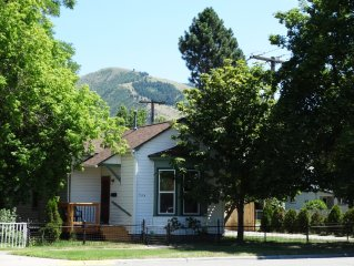 Walk everywhere! Private Cottage in the heart of Downtown Missoula w/ parking.