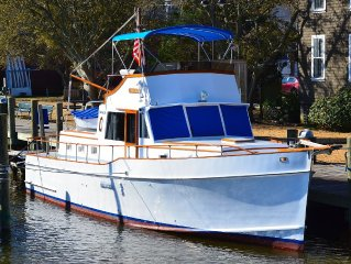 THE STARRY BANNER!   Classic yacht docked in historic downtown Manteo Marina