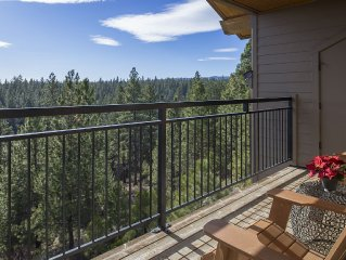 Beautiful Third Floor. Great Views at Seventh Mountain Condo
