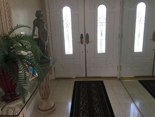 Remodeled custom home, formal L.Rm., Den, step down 3 seat bath very comfortable